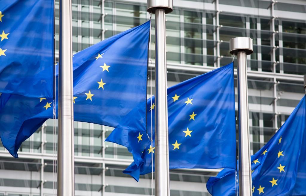 Banderas europeas frente a la sede de la Comisión Europea.
