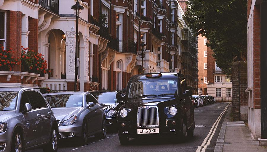 Un taxi en Londres. Foto: Arvydas Venckus on Unsplash